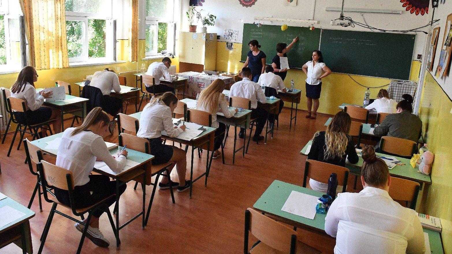 fotó felállítása az iskolában
