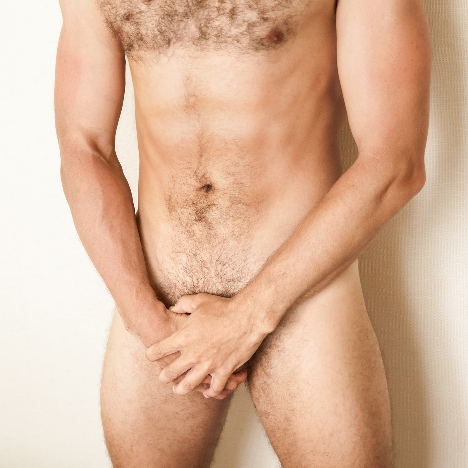 borotvált péniszű férfi)
