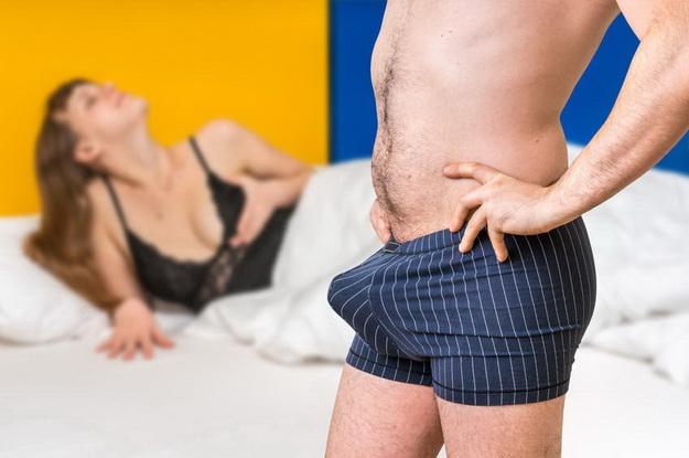 meg akarja mutatni a péniszét video erekció férfi