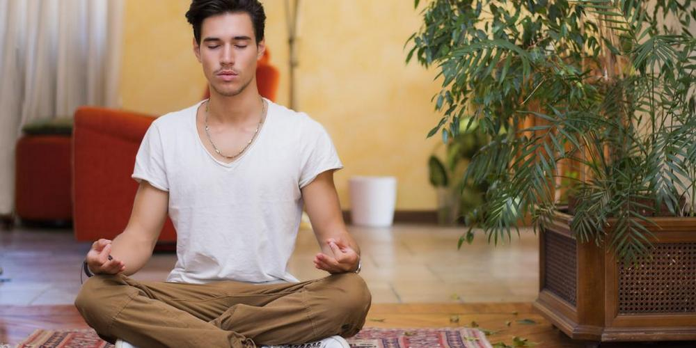 erekció a meditáció során)