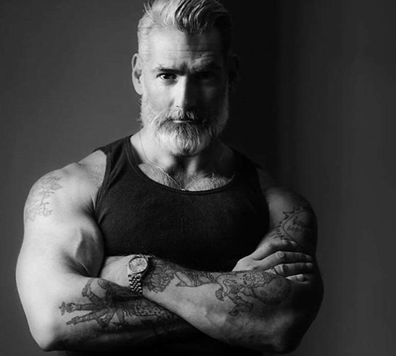 férfi felállítása 54 évesen)